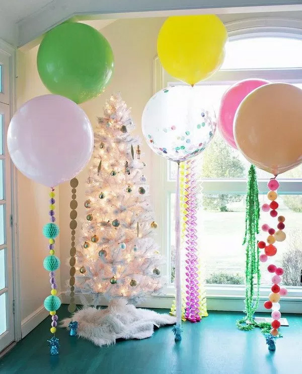 Pretty Birthday Party Room Decor With Balloons And Tree
