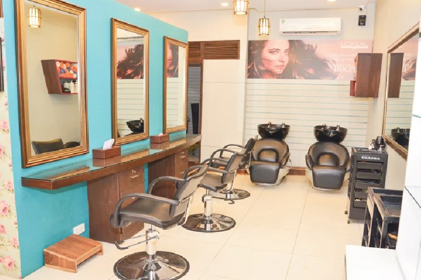 Stylish Salon Interior Decoration