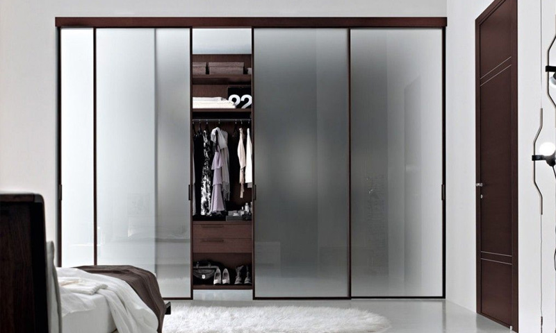 Glass Walk In Closet Designs