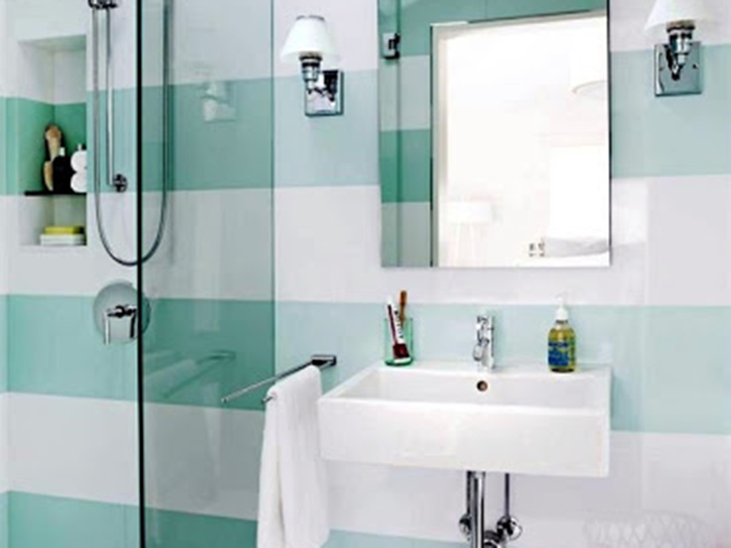 Green And White Wall Tiles In Bath Room