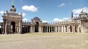 Die Communs gegenüber dem Neuen Palais