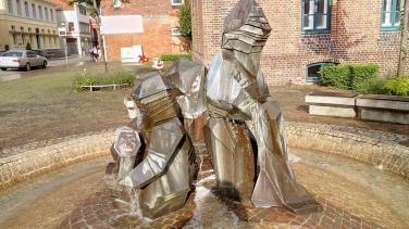 Zwergenbrunnen an der Grundschule