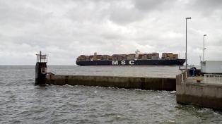 Containerschiff auf dem Weg nach Hamburg