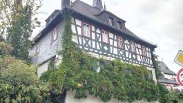 Wohnhaus neben der Kirche von Erbach