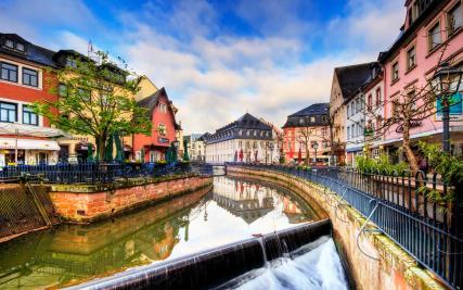 Die Leuk fließt durch die Altstadt (Foto: von Wolfgang Staudt   http://commons.wikimedia.org   Lizenz: CC BY-SA 3.0 DE)