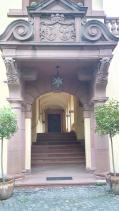 Portal zum Haupthaus