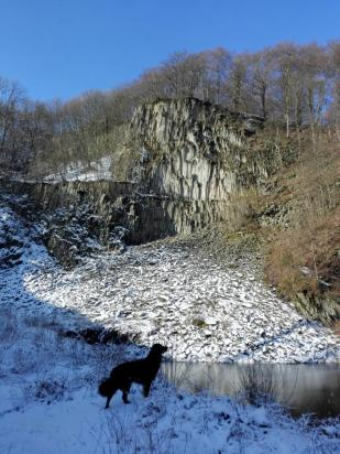 Basaltwand unterhalb des Ölbergs