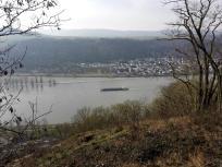 Blick auf den Rhein hinunter nach Osterspey