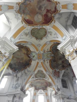 Reich verzierte Decke der Basilika