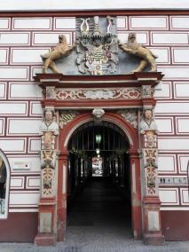 Prächtiges Seitenportal der Stadthausgalerie
