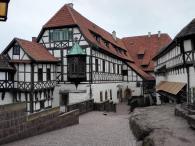 Vorhof der Burg
