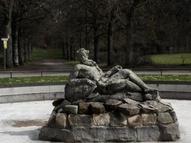 Brunnenskulptur im Schlosspark