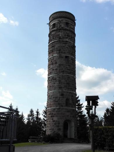 Der steinerne Aussichtsturm auf dem Adlersberg