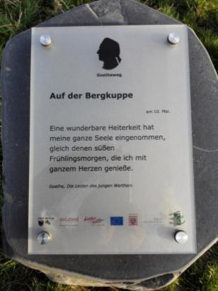 Goethe-Zitat am Wegesrand
