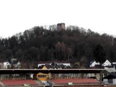 Blick hinauf zur Ruine Kalsmunt