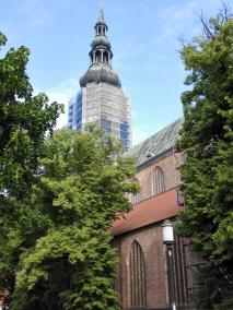 Zurzeit eingerüstet: Der Dom St. Nikolai, eines der Wahrzeichen von Greifswald