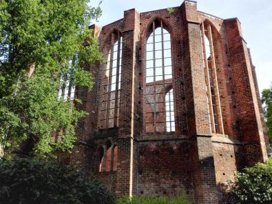 Ruine des alten Johannisklosters am Rande der Altstadt