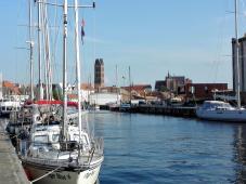 Blick vom Hafen zur Innenstadt