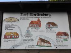 Infotafel im Dorf Mecklenburg