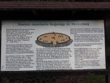 Abbild des historischen Ringwalls um die Burg Mecklenburg