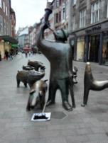 Skulpturengruppe in der Einkaufsstraße