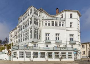 Strandhotel in Sassnitz (Foto: ubahnverleih | http://commons.wikimedia.org | Lizenz: CC BY-SA 3.0 DE)