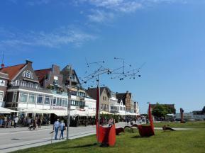 Kinetische Kunst an der Strandpromenade von Travemünde