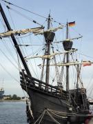 Ein spanischer Weltumsegler liegt im Hafen vor Anker