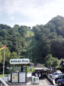 Sessellift hinauf zum Schloss Burg