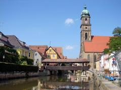 Blick von der Vils zur Basilika St. Martin (Foto: H. Helmlechner | http://commons.wikimedia.org | Lizenz: CC BY-SA 3.0 DE)
