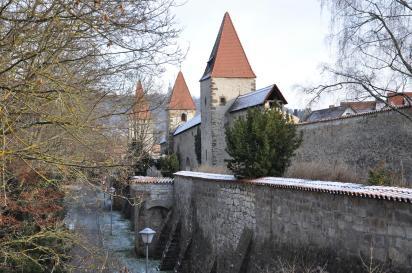 Stadtmauer beim Vilstor (Foto: RobRoskopp | http://commons.wikimedia.org | Lizenz: CC BY-SA 3.0 DE)
