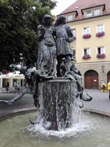 Brunnen am Markt neben dem Rathaus