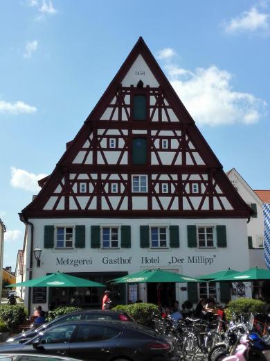 Auch einige wenige Fachwerkhäuser gibt es in der Altstadt