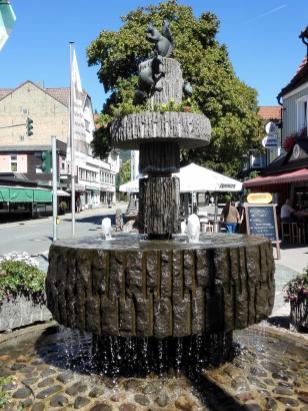 Brunnen im Ort