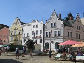 Der Marktplatz von Cham (Foto: Flodur63 | http://commons.wikimedia.org | Lizenz: CC BY-SA 3.0 DE)