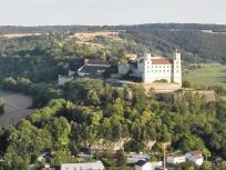 Blick vom Altmühltal Panoramaweg zur Willibaldsburg, dem früheren Sitz der Eichstätter Fürstbischöfe