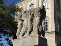 Denkmal für die in den Kriegen gefallenen Studenten vor dem alten Auditorium Maximum