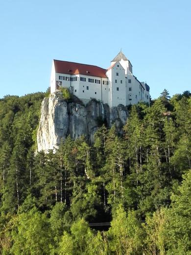 Burg Prunn vom Tal gesehen