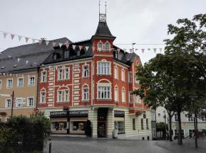 Stadthaus neben der Kirche