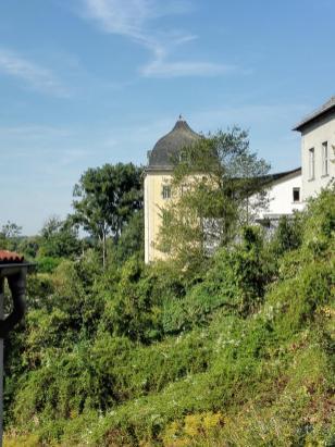 Seitenblick auf das Schloss Coswig