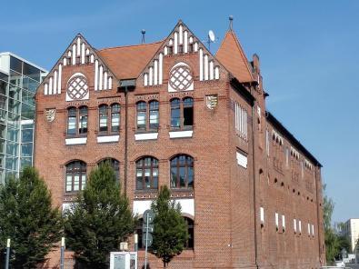 Altes Lagerhaus in Backstein-Architektur