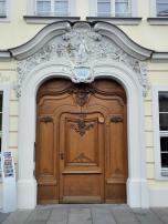 Prachtvolles Portal an einem Haus gegenüber der Frauenkirche