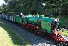 Es pfeift: Vorsicht, die Bahn kommt (Foto: Henry Mühlpfordt | http://commons.wikimedia.org | Lizenz: CC BY-SA 3.0 DE)