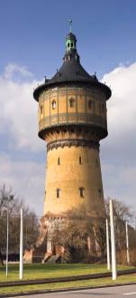 Alter Wasserturm in Halle (Foto: OmiTs   http://commons.wikimedia.org   Lizenz: CC BY-SA 3.0 DE)