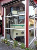 Alte Lauenburger Straßenbahn hinter Glas