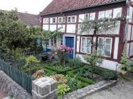 Fachwerkhaus mit hübschem Vorgarten