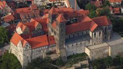Luftaufnahme des Quedlinburger Schlosses (Foto: Wolkenkratzer   http://commons.wikimedia.org   Lizenz: CC BY-SA 3.0 DE)