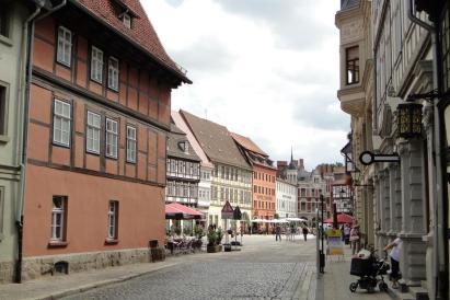 Altstadtgasse (Foto: Leon petrosyan | http://commons.wikimedia.org | Lizenz: CC BY-SA 3.0 DE)