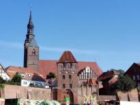 Elbtor und St.-Stephanskirche