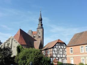 Fachwerkhäuser rund um die Kirche